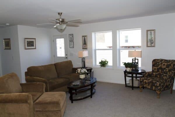 Commodore 3AM2805P Living Room Prospect
