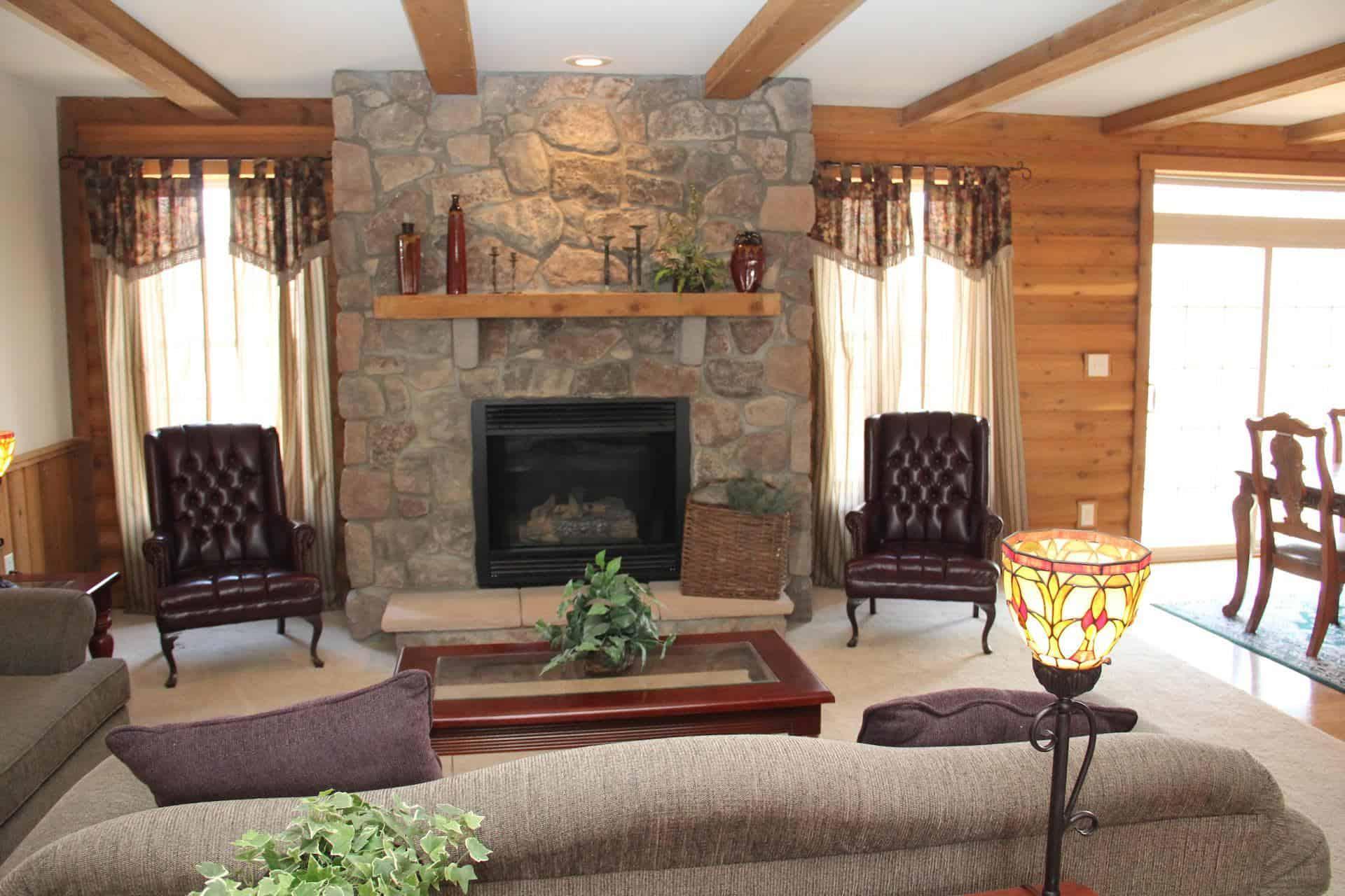 Pleasant Valley Appalachian Lodge Living Room Apollo