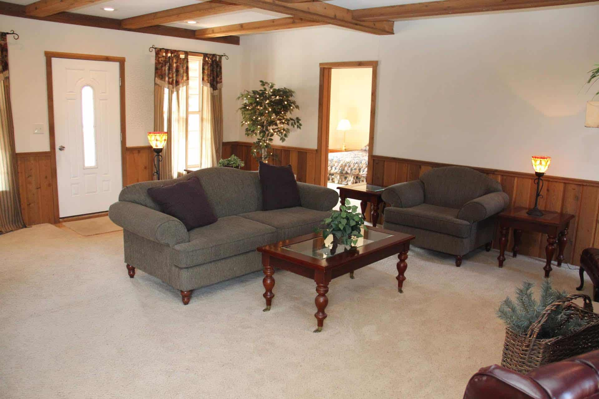Pleasant Valley Appalachian Lodge Living Room2 Apollo
